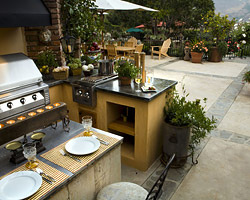 Outdoor Kitchens & BBQs